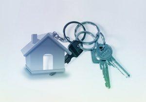 Llavero de una casa con tres llaves